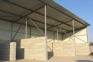 Schüttguthalle mit Dach
